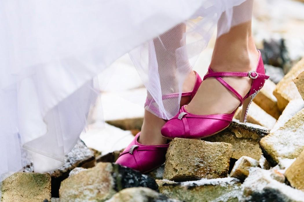 magazynkobiet.pl - buty 1050x700 - Jak przełamać nudę w butach ślubnych?