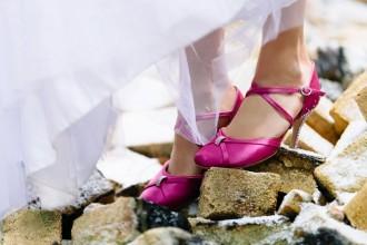 magazynkobiet.pl - buty 330x220 - Jak przełamać nudę w butach ślubnych?