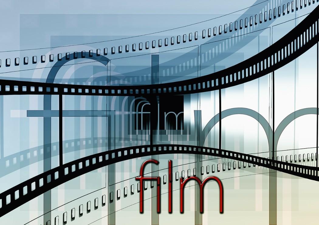 """magazynkobiet.pl - kino 1050x742 - """"Brooklyn"""" z Saoirse Ronan przedpremierowo  9 lutego w ramach cyklu  """"Kino na Obcasach""""!"""