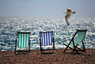 magazynkobiet.pl - deckchairs 355596 960 720 330x221 - Do plażowania, gotowi, start!
