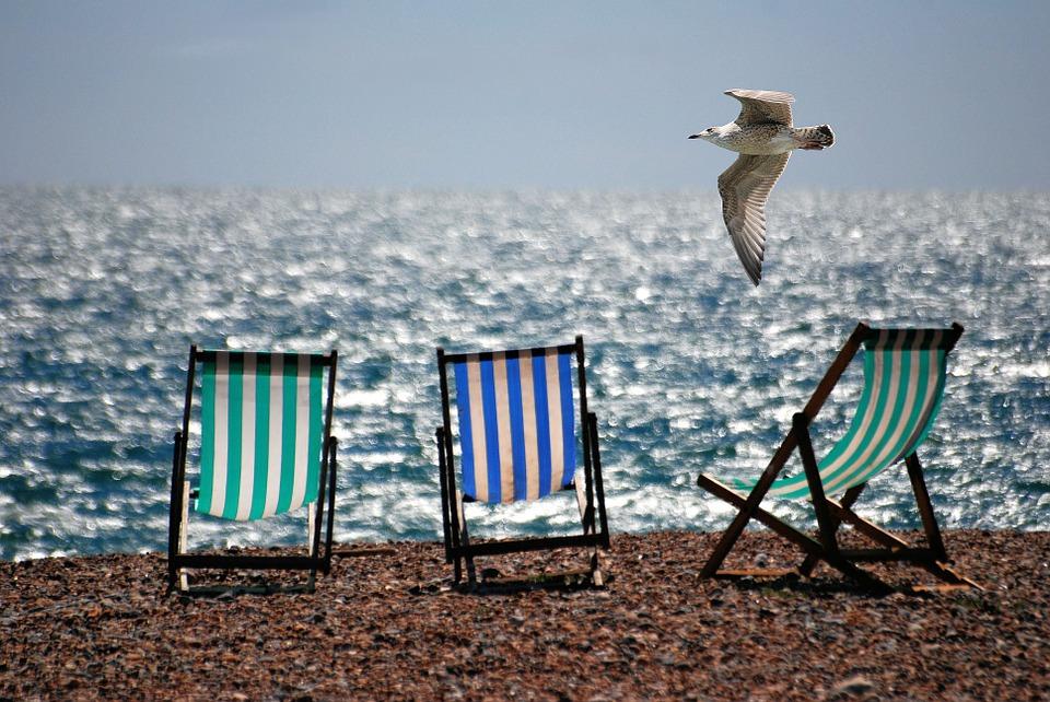 magazynkobiet.pl - deckchairs 355596 960 720 - Do plażowania, gotowi, start!