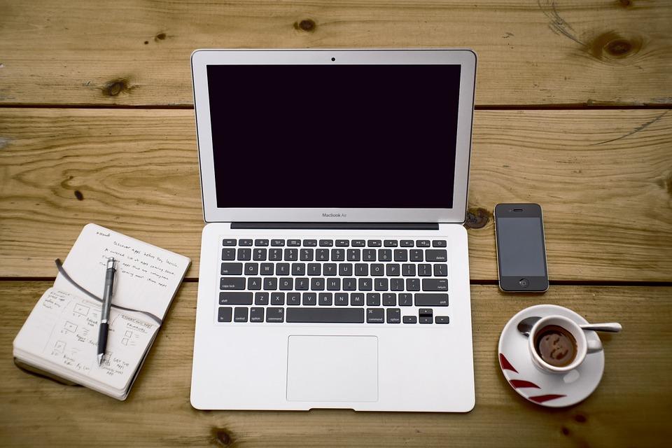 magazynkobiet.pl - home office 336378 960 720 - Dlaczego nie potrafię się angażować w pracę?