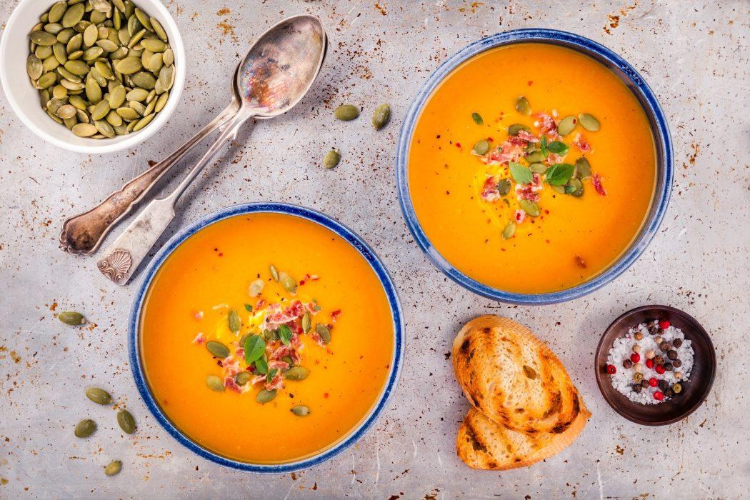 magazynkobiet.pl - rozgrzewajace zupy 1050x700 - Sezon na dynię w pełni - zobacz, co możesz z niej zrobić!
