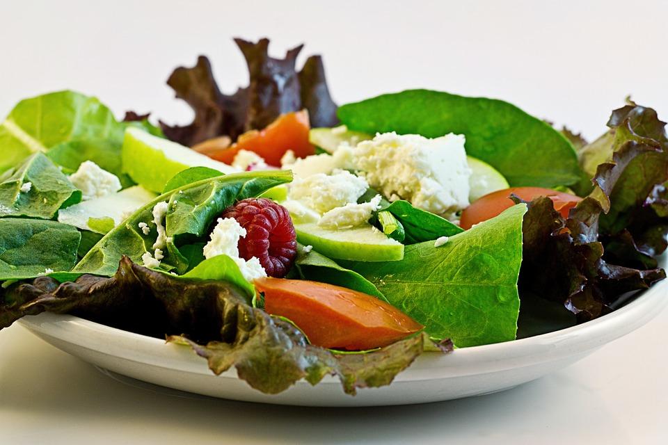 magazynkobiet.pl - salad 374173 960 720 - Dieta pudełkowa – optymalne rozwiązanie czy kosztowna moda?