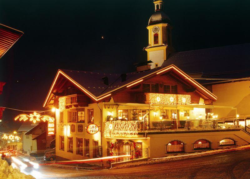 neustift-in-winter-with-christmas-ligh-dorf_weihnachtsbeleuchtung-fot-tvb-stubai-tirol-sm