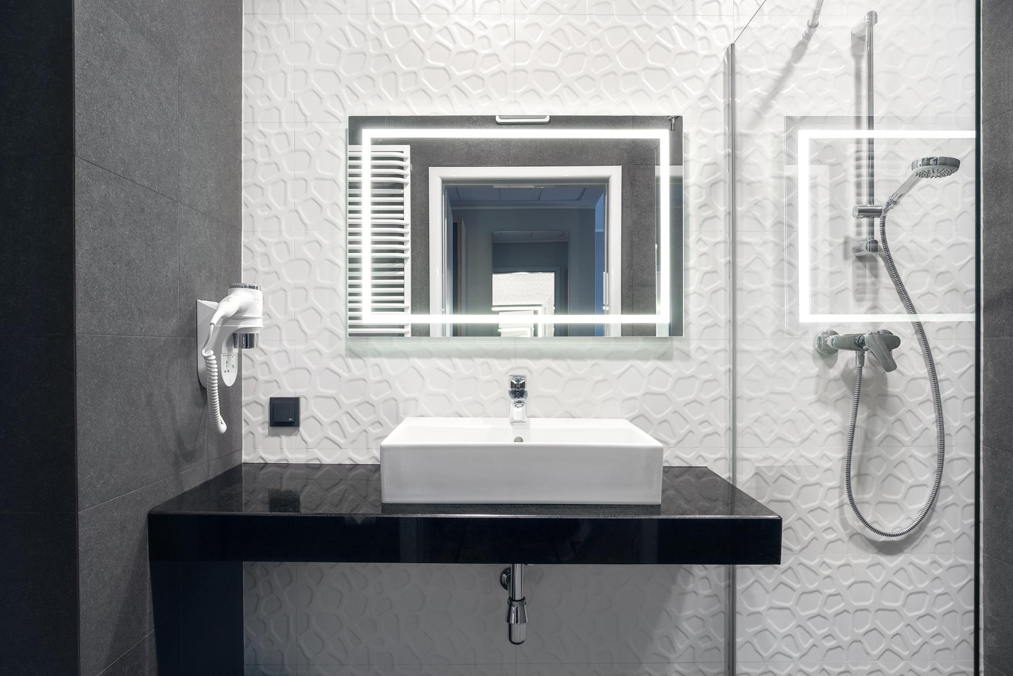 magazynkobiet.pl - Hotel Number One lazienka - Budowa Hotelu Number One na finiszu