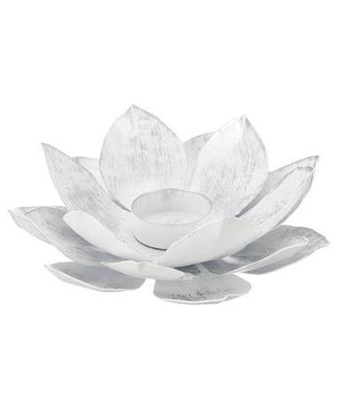 magazynkobiet.pl - KiK swiecznik w ksztalcie kwiatu lotosu - Nie daj się zimie i zrób sobie egzotyczne wakacje we własnym domu  – poradnik z przymrużeniem oka