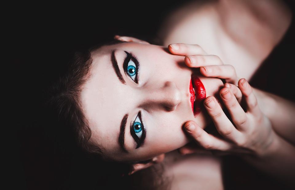 magazynkobiet.pl - blue eyes 237438 960 720 - Portret kobiety statystycznej