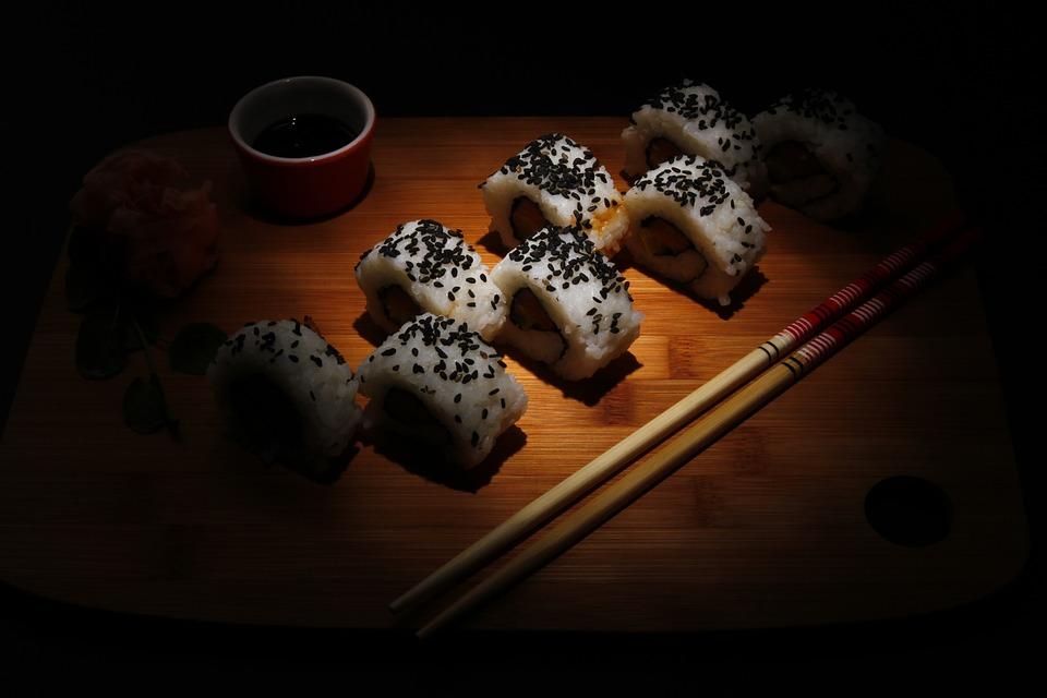 magazynkobiet.pl - food 1406879 960 720 - Avocado Sushi – czas na małe przyjemności