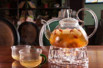 magazynkobiet.pl - fotolia 140428270 subscription monthly m 330x219 - Zainspiruj się wiosenną herbatą owocową