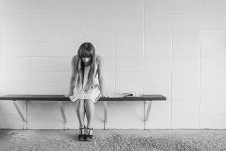 magazynkobiet.pl - worried girl 413690 960 720 330x220 - Jak wybrnąć z niezręcznej sytuacji?