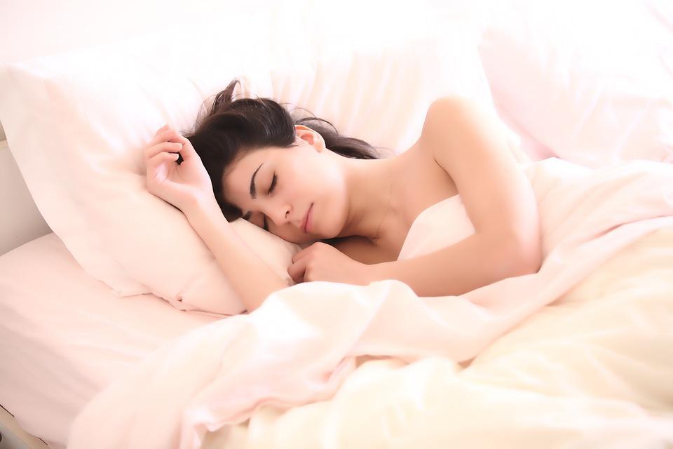 magazynkobiet.pl - woman 2197947 960 720 - Śpiąca Królewna – rytuały, dzięki którym obudzisz się piękniejsza