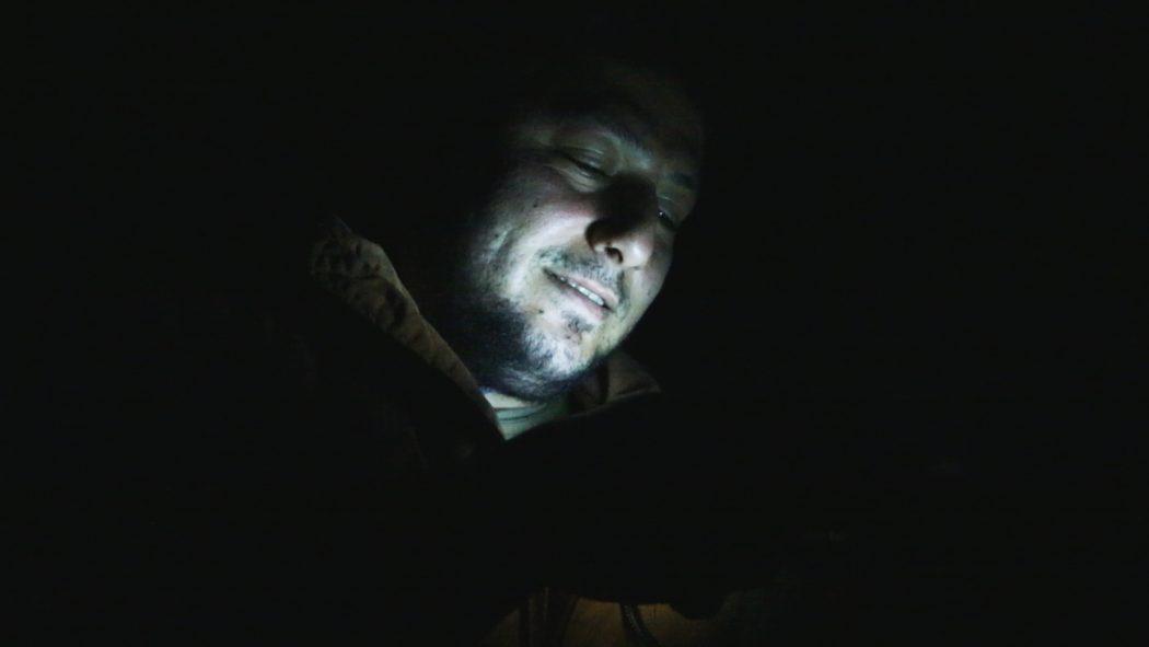 """magazynkobiet.pl - Last Men in Aleppo. Still 2 1050x591 - Zwyciężył film """"Ostatni w Aleppo"""" w reżyserii Ferasa Fayyada - Millennium Docs Against Gravity GDYNIA 2017"""