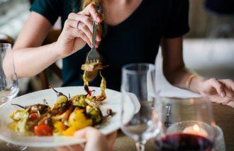 magazynkobiet.pl - pexels photo 390403 330x213 - Kuchnia grecka, śródziemnomorska, a może polska? Co zaserwować na romantyczną kolację dla dwojga?