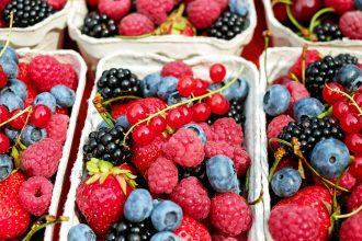 magazynkobiet.pl - Jakie owoce warto jeść latem Monika Honory 330x220 - Jakie owoce warto jeść latem?