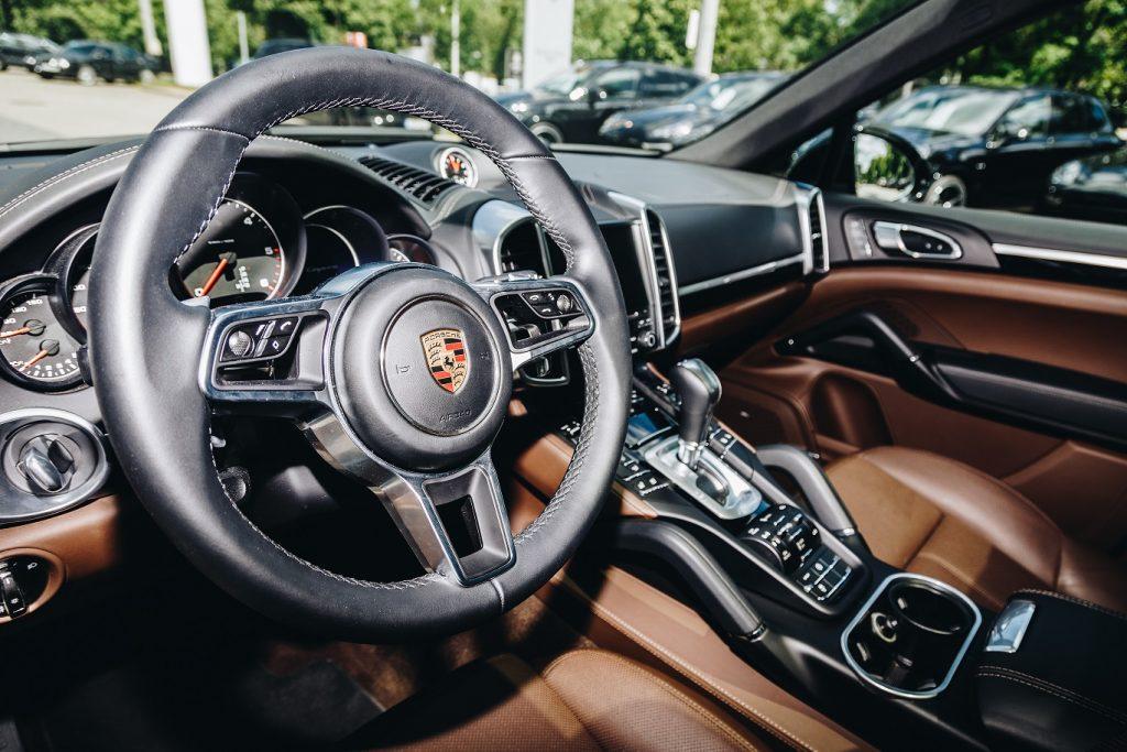 magazynkobiet.pl - por2 1024x683 - Porsche Cayenne– przetestowaliśmy auto dla businesswoman