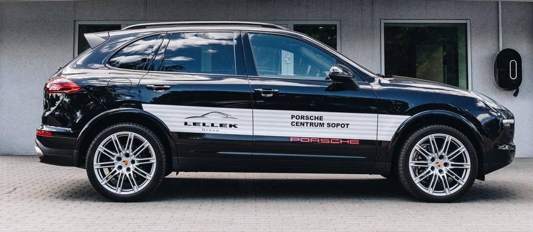 magazynkobiet.pl - porshe 1050x458 - Porsche Cayenne– przetestowaliśmy auto dla businesswoman