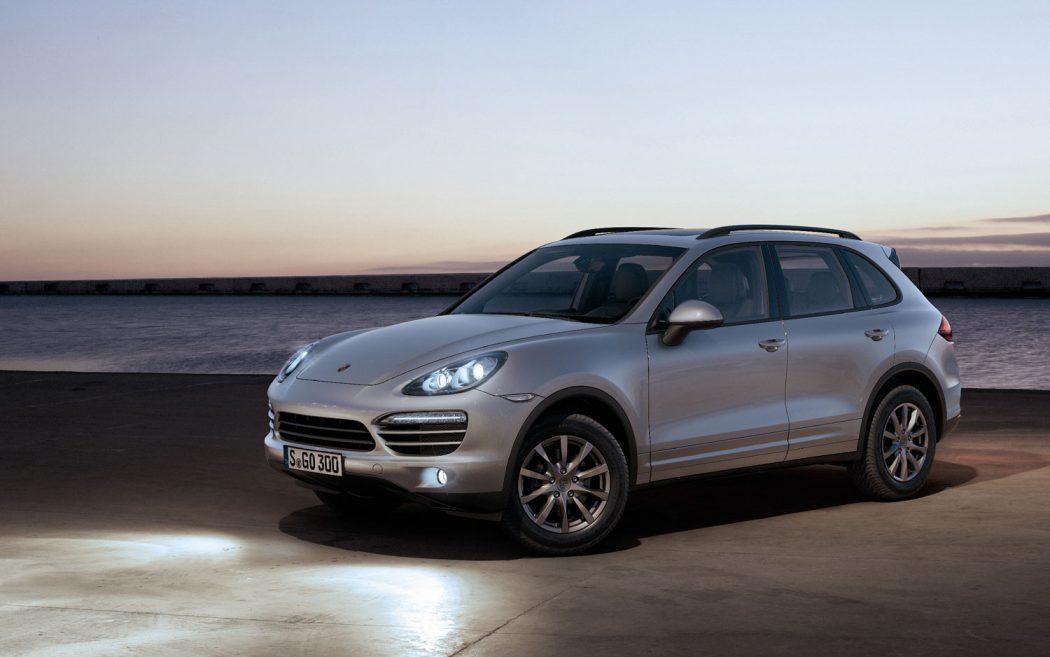 magazynkobiet.pl - 2012 Porsche Cayenne left three quarter 1050x657 - Porsche Cayenne – zyskujesz znacznie więcej