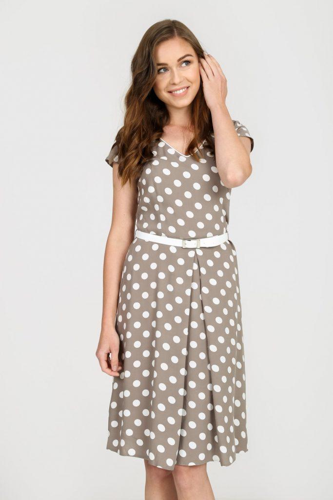 magazynkobiet.pl - bezowa rozkloszowana sukienka w grochy quiosque b16 683x1024 - Zwiewne sukienki na lato - dla dojrzałych pań