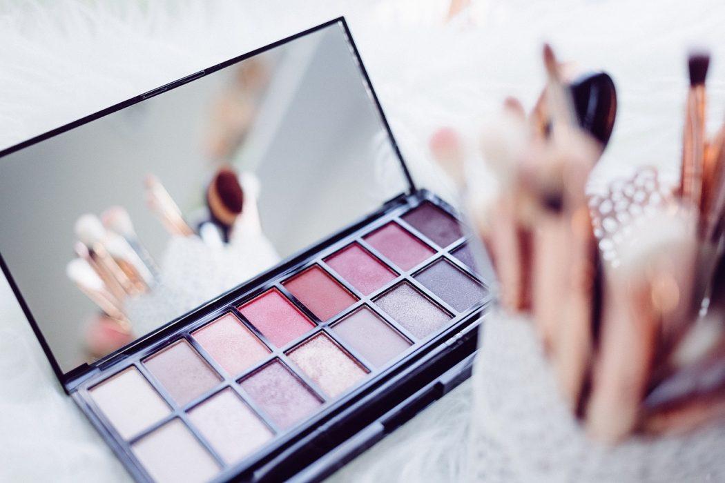 magazynkobiet.pl - freestocks org 209882 1 1050x700 - Makijaż biznesowy z nutką indywidualizmu