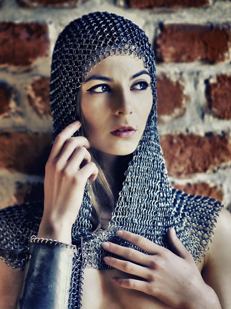 magazynkobiet.pl - Maia 768x1024 - Wydobyć ukryte piękno, czyli jak kobiety w średniowieczu dbały o urodę