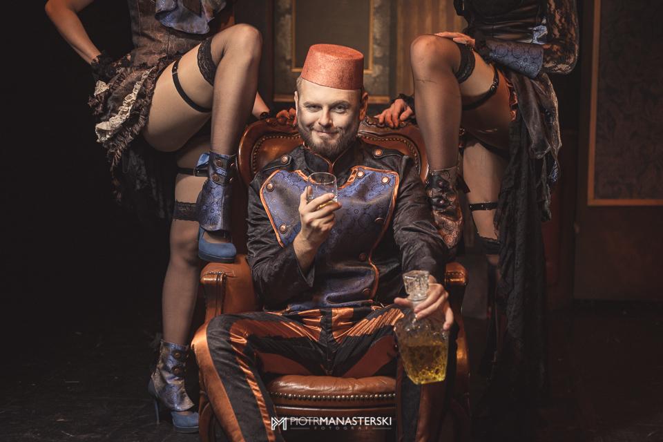 magazynkobiet.pl - 171116PM0020 male - Premiera spektaklu Hotel Palace w reżyserii Tomasza Valldal-Czarneckiego.