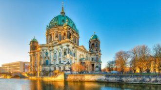 magazynkobiet.pl - fotolia 130194687 subscription monthly m 330x186 - Wycieczki do Berlina – dlaczego Polacy zachwycają się tym miastem?