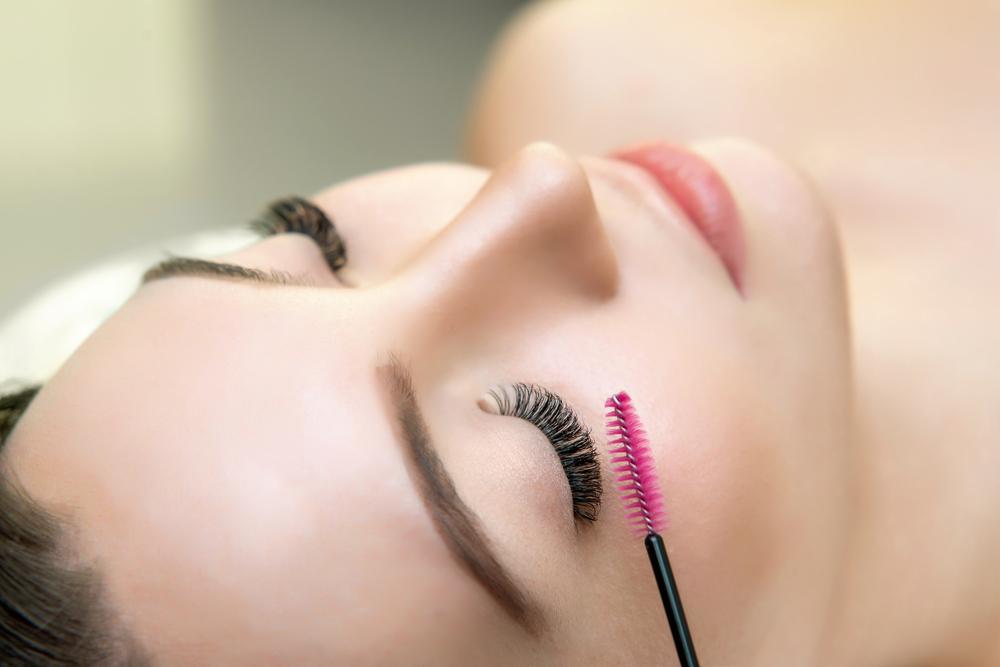 magazynkobiet.pl - kosmetyki do pielegnacji rzes czy warto je stosowac - Kosmetyki do pielęgnacji rzęs – czy warto je stosować?