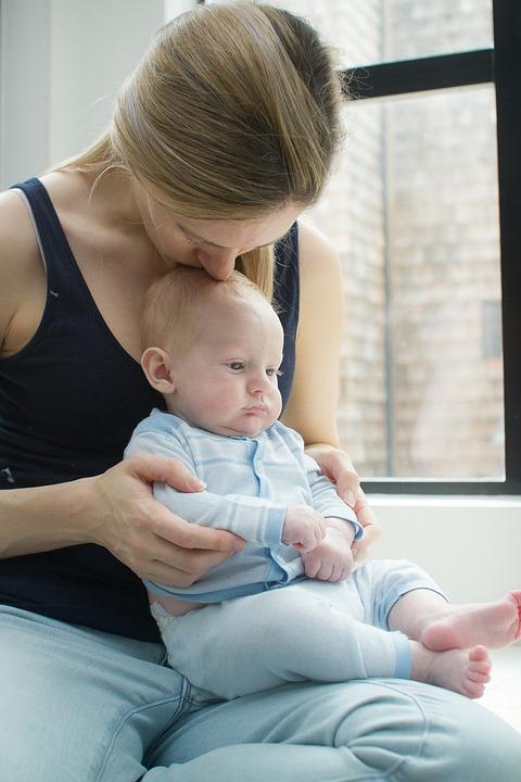 magazynkobiet.pl - odruch atos odpowiedzialny za prawidlowy rozwoj ruchowy dziecka 1 - Atos jako odruch bezwarunkowy niemowlęcia
