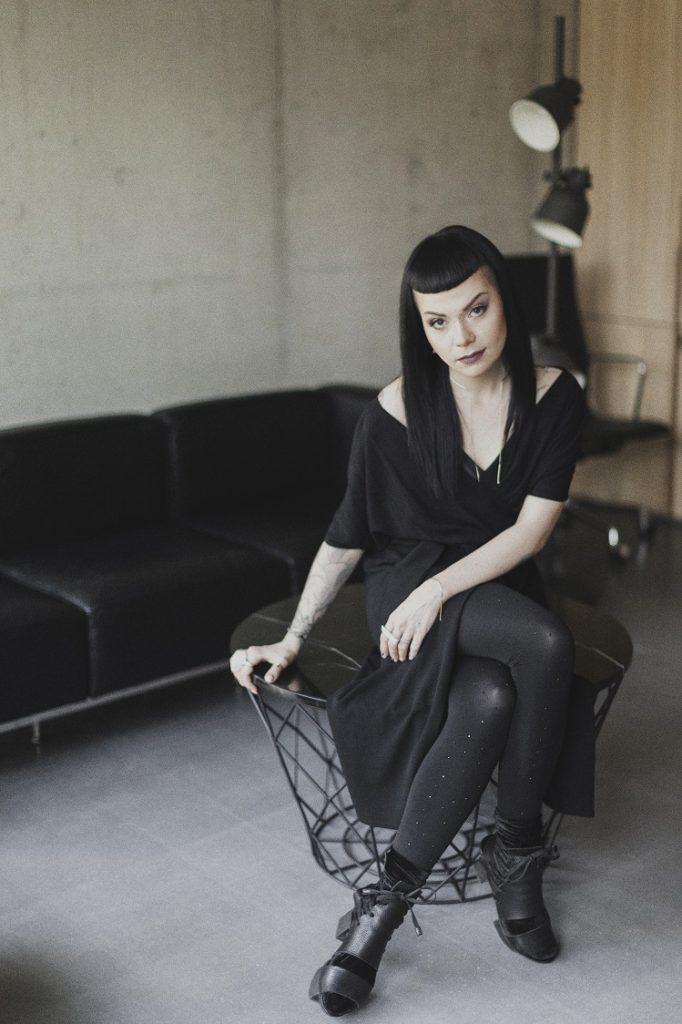 magazynkobiet.pl - portret osobisty Karolina Orzechowska 2 682x1024 - Po drugiej stronie obiektywu