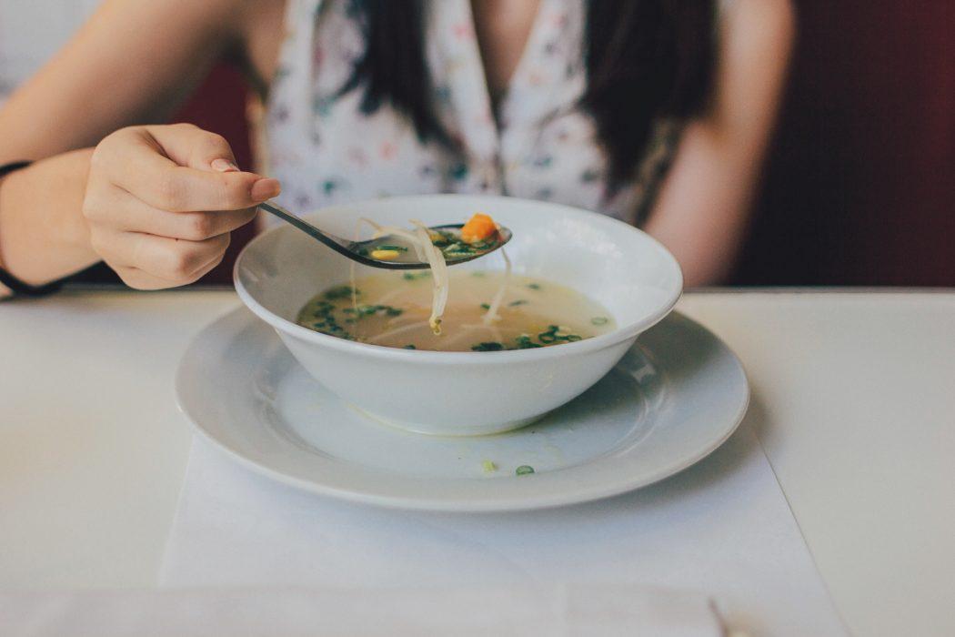magazynkobiet.pl - anoreksja 1050x700 - Gdy jedzenie staje się problemem…