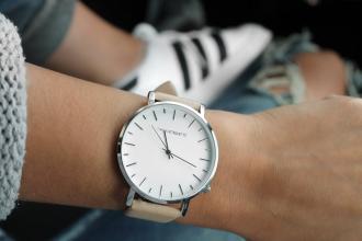 magazynkobiet.pl - watch fashion accessories clothes 157627 330x220 - Zegarki damskie- trendy 2018