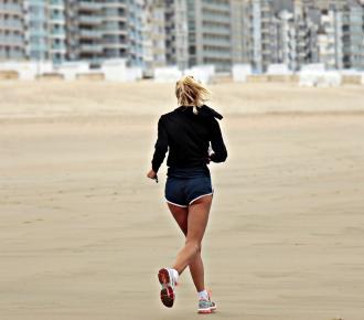 magazynkobiet.pl - jogger 3071964 960 720 330x290 - Wygodne buty sportowe – czym powinny się charakteryzować?