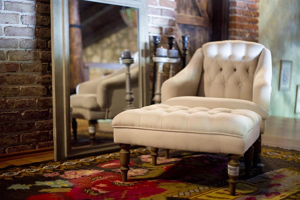 magazynkobiet.pl - armchair 2608301 960 720 - Co wziąć pod uwagę wybierając fotel?