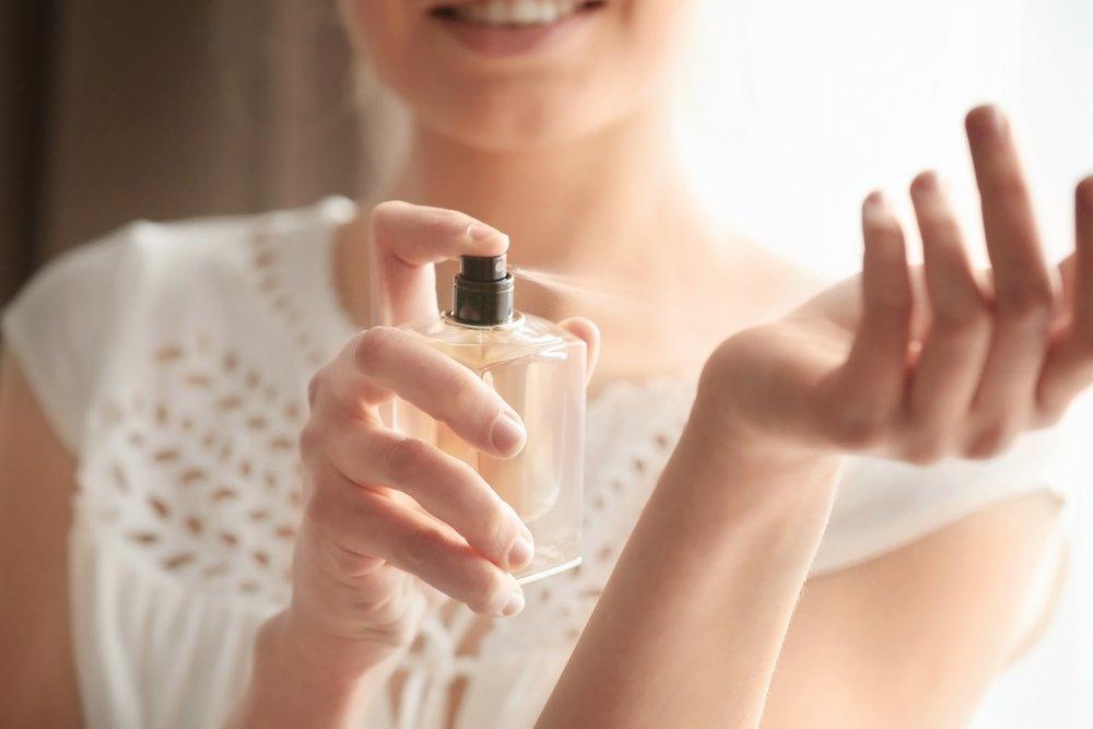magazynkobiet.pl - jak sie perfumowac2 - Jak się perfumować? Wydobądź z perfum to, co najlepsze