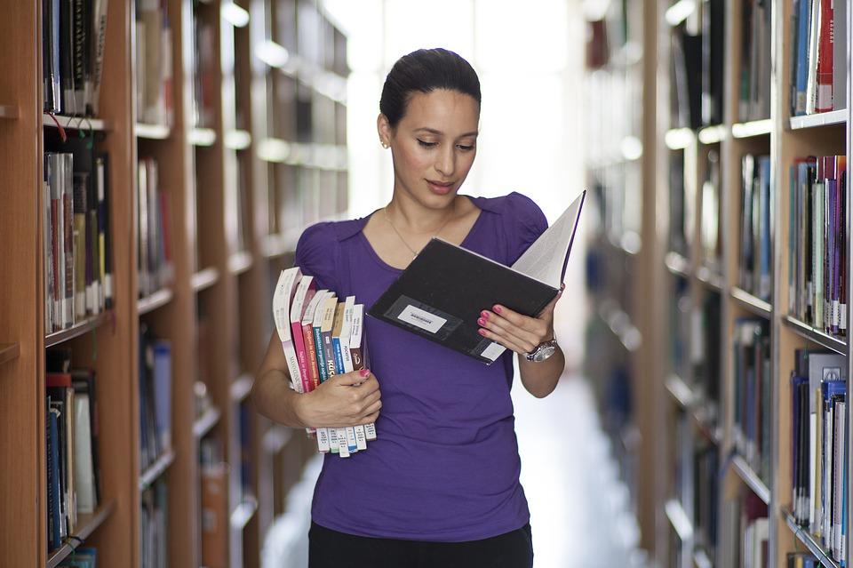 magazynkobiet.pl - womens 2701154 960 720 - Skąd czerpać wartościową wiedzę?