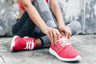 magazynkobiet.pl - Fot 1 bty sportowe 330x220 - Modne i sportowe buty na lato – 5 propozycji od Nike