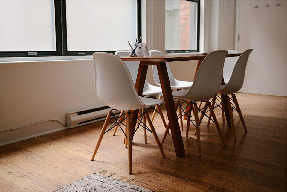 magazynkobiet.pl - table 629772 960 720 - Apartament w ścisłym centrum Warszawy