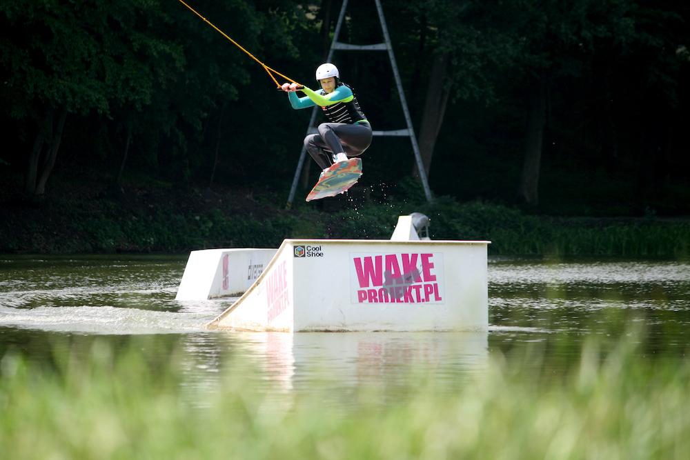 magazynkobiet.pl - fot. Marek Pawlicki 2 - Z wakeboard'em na krawędzi