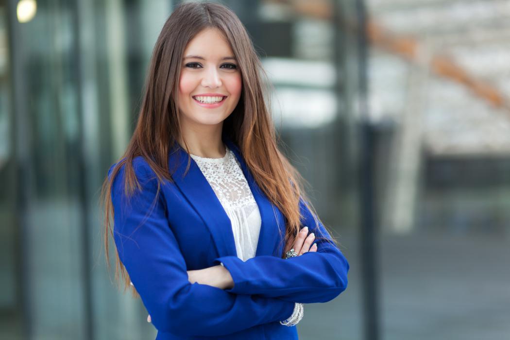 magazynkobiet.pl - kobieta 1050x700 - Czy mogę być piękna i aktywna podczas miesiączki?