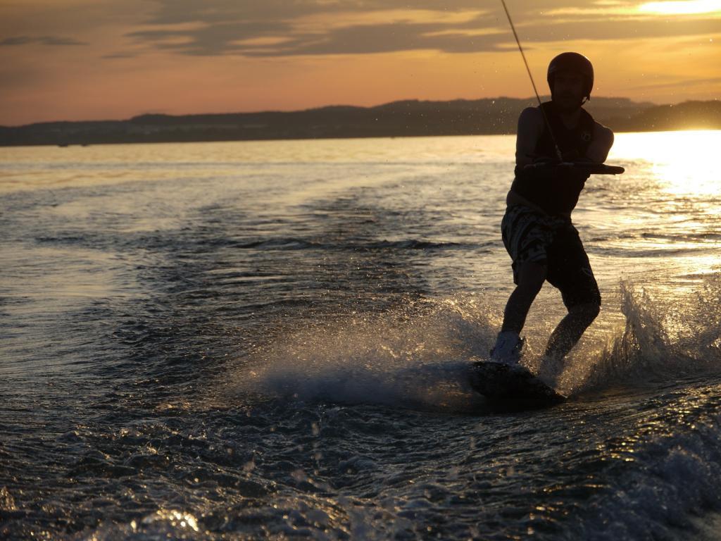 magazynkobiet.pl - lake 887828 1024x768 - Z wakeboard'em na krawędzi