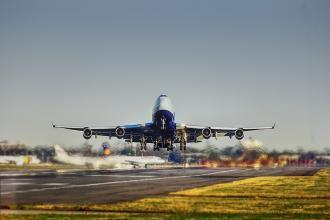 magazynkobiet.pl - airplane 2745898 960 720 330x220 - Dlaczego warto korzystać z tanich linii lotniczych?