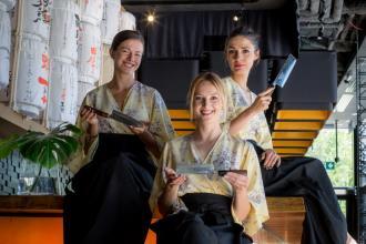 magazynkobiet.pl - arch. prywatne3 330x220 - Kobiety, ostre noże i japoński biznes