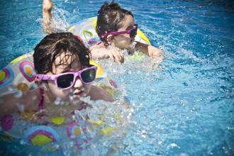 magazynkobiet.pl - sunglasses 1284419 960 720 330x220 - Jak wybrać dobry hotel?