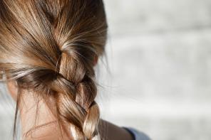 Dbaj o włosy w czasie stylizacji