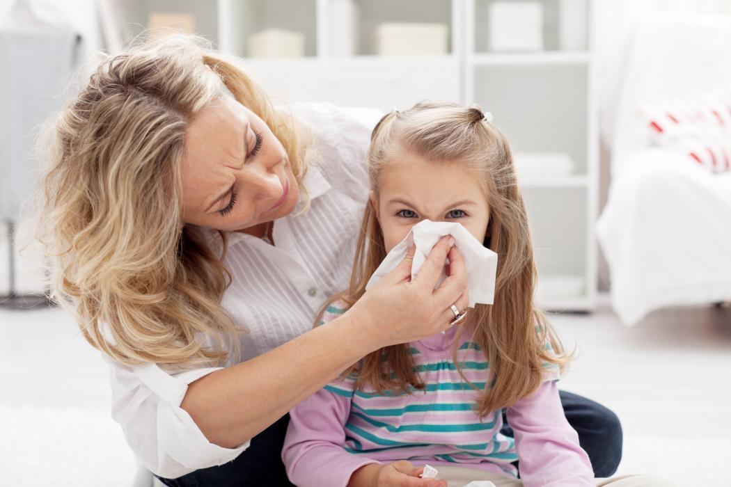 magazynkobiet.pl - jak leczyc przeziebienie u dziecka 1050x700 - Jak leczyć przeziębienie u dziecka?