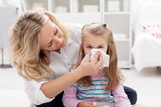 magazynkobiet.pl - jak leczyc przeziebienie u dziecka 330x220 - Jak leczyć przeziębienie u dziecka?