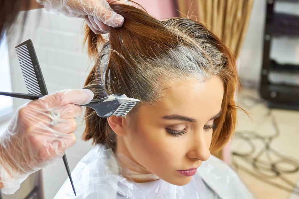 Koloryzacja włosów na bazie olejku – Garnier Olia