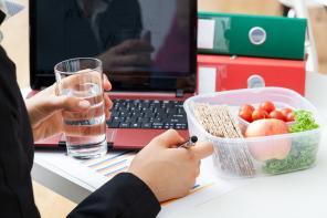 Dieta pudełkowa – redukcja złych nawyków