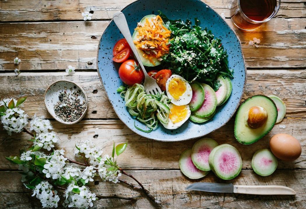 magazynkobiet.pl - brooke lark 229136 unsplash 1050x715 - Jak wybrać dobrą dietę pudełkową? - radzi Cateromarket